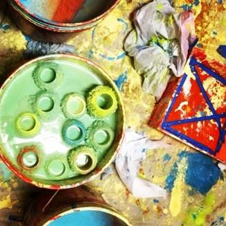 Pintura utilizada por los estudiantes de una escuela en Bronx, Nueva York, que participan en el programa educativo de Publicolor.org