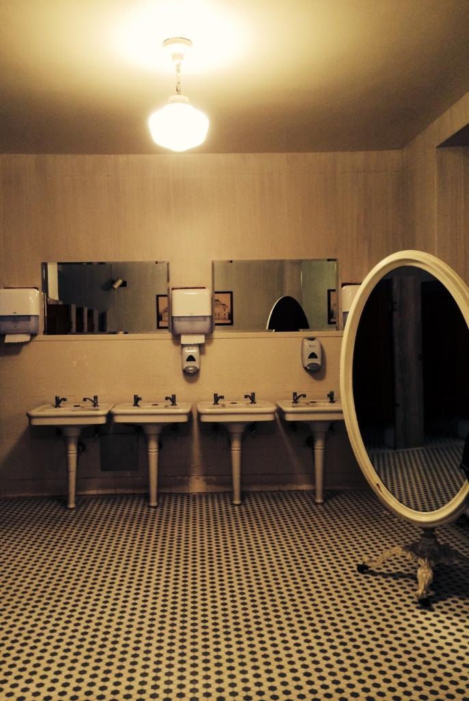 baño galeria de arte corcoran
