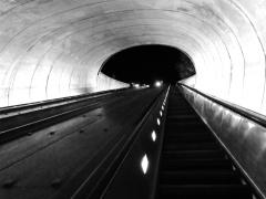 metro DC blanco y negro
