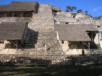 Escaleras de Ek'Balam en Yucatán, México