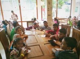 niños srilanqueses en almuerzo navideño 4