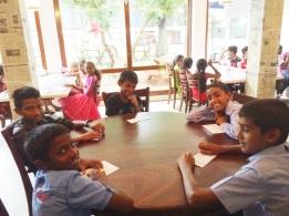 niños srilanqueses en almuerzo navideño 3