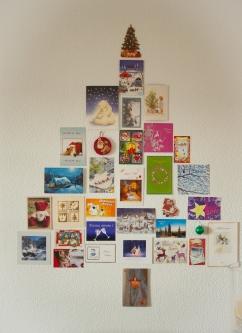 Árbol de navidad hecho con postales