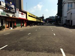 Calles vacías en Colombo luego de las elecciones presidenciales. A pesar del clima de paz que reinaba la gente tomó sus previsiones y no salió de casa.