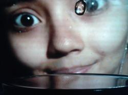 Esta foto era en cámara lenta de una gota de agua. Vean mi cara reflejada en la gota