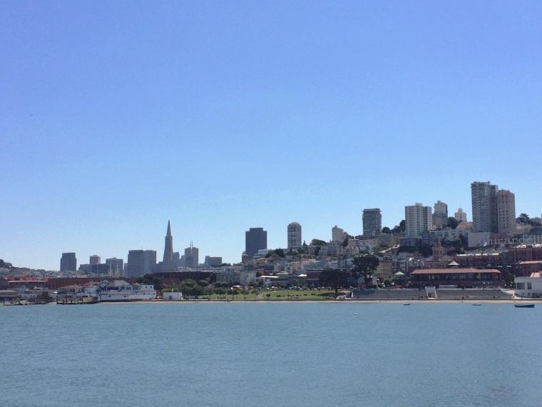 vista de la ciudad de San Francisco desde el Aquatic Park Pier