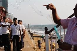 Vendedor de burbujas en Galle Face Green