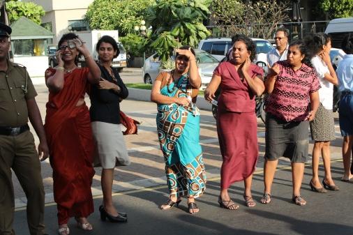 mujeres srilanquesas en la calle