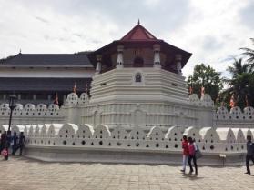 Vista desde afuera del templo