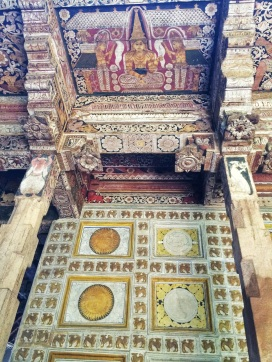 vista trasera del Santuario en el Templo del Diente
