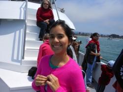 Yo colocándome ropa mas abrigada a medida que nos adentrábamos al Océano Pacífico