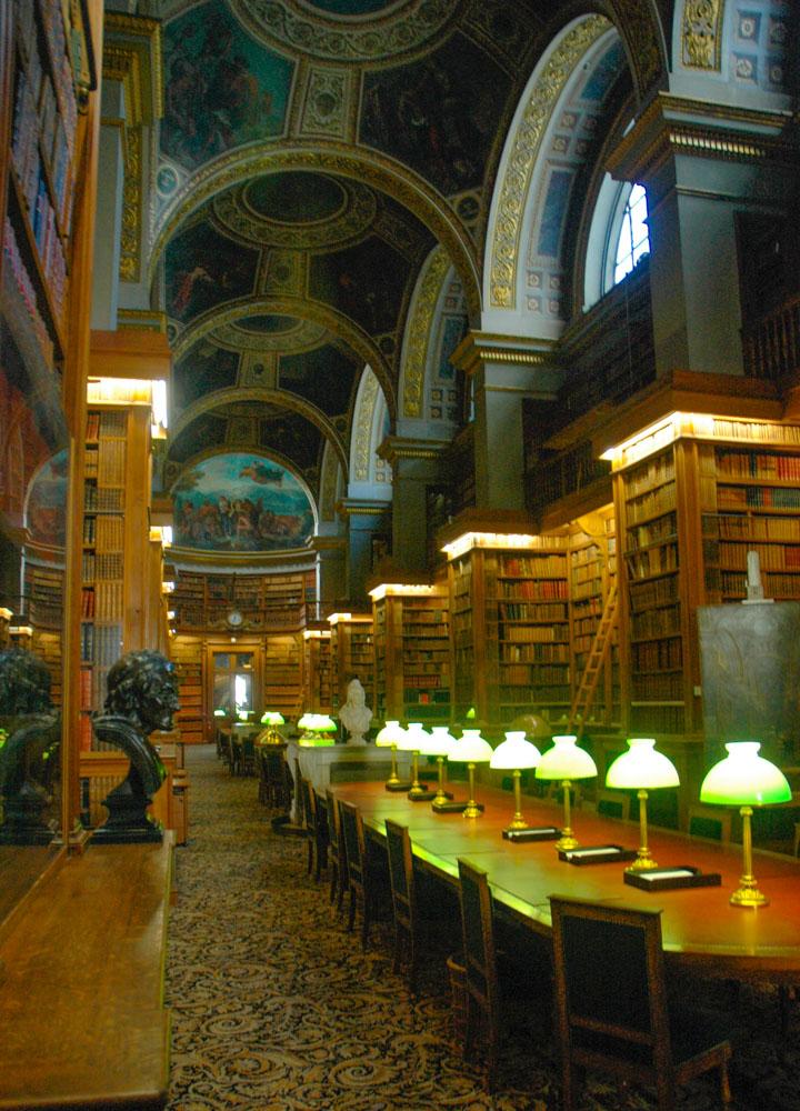 biblioteca asamblea nacional con pinturas de delacroix en el techo paris francia