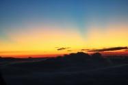 amanecer y nubes en el Adam's Peak