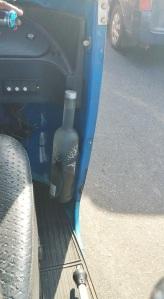 Botella de la vodka polaca Belvedere con agua para el conductor del tuctuc.
