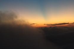 Las nubes a punto de tapar el amanecer en el Pico de Adam
