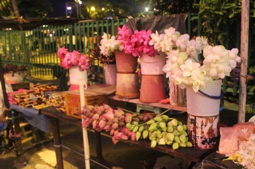 Venta de flores de loto para ofrendar al templo