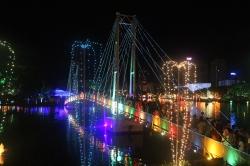 Puente del Lago Gangarama que lleva a una pequeña isla interna