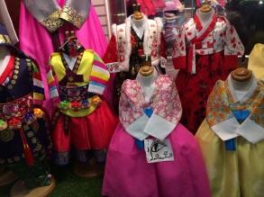 Trajes tipicos coreanos para niños