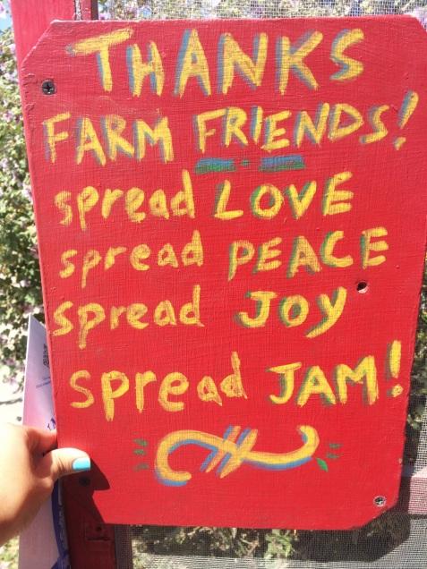 "Mensaje de despedida de Swanton Berry Farm: ""Gracias amigos granjeros! Difundan amor, difundan paz, difundan alegría, difundan mermelada!"