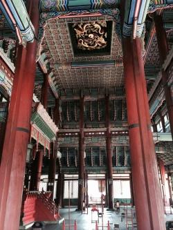 Imagen interna del salon principal del Palacio de Gyeonbokgung