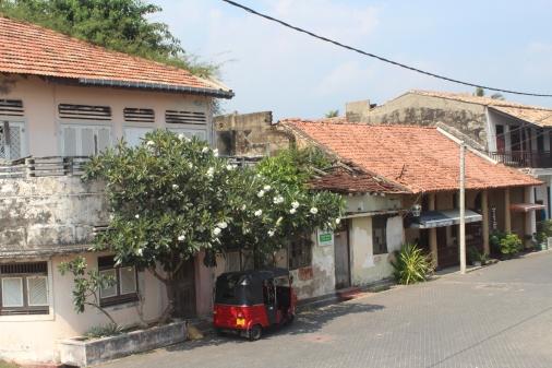 Techos Rojos, calles empedradas y un tuk tuk: Galle-Sri Lanka