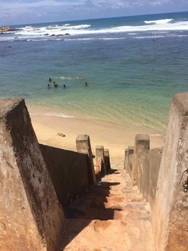 Escaleras al mar en el Fuerte de Galle