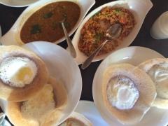 Egg Hopper, estilo de panqueca con huevo. Desayuno esrilanqués con curry