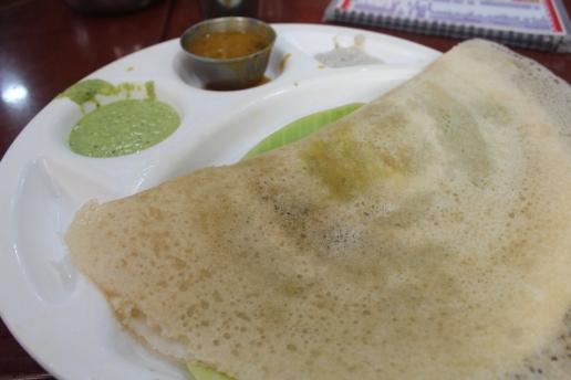 Dosa como una panqueca rellena de papas, desayuno del sur de la India