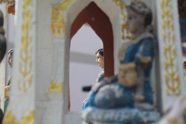 Personajes en la casa de los espiritus de Tailandia