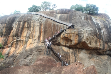 escaleras al tope de Sigiriya