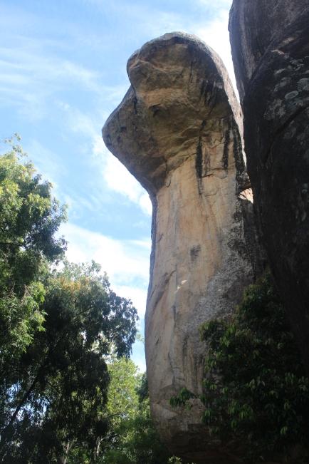 Una de las entradas a la roca, la llaman la entrada de la serpiente