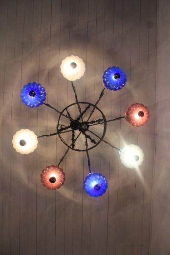 La lampara en la casa colonial donde queda Prana Lounge