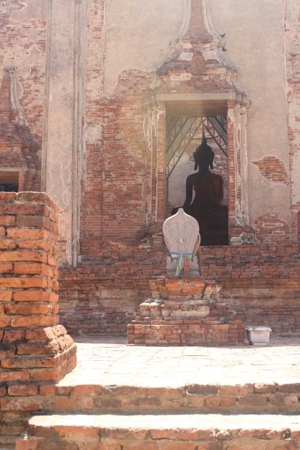 Desde aqui veía los ojos brillantes de Buda