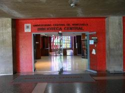 Entrada de la biblioteca Central