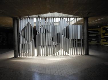 Positivo - Negativo (1954) - Víctor Vasarely, Plaza del Rectorado