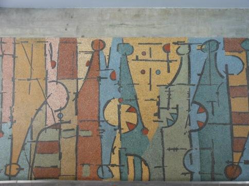 Elemento-Personaje Vertical en Evolución Horizontal (1954) de Oswaldo Vigas en la Plaza del Rectorado