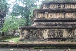 Gravados en piedra de elefantes y el leon Cingales