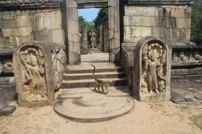 Mono y Muragalas o Guardias de Piedra,