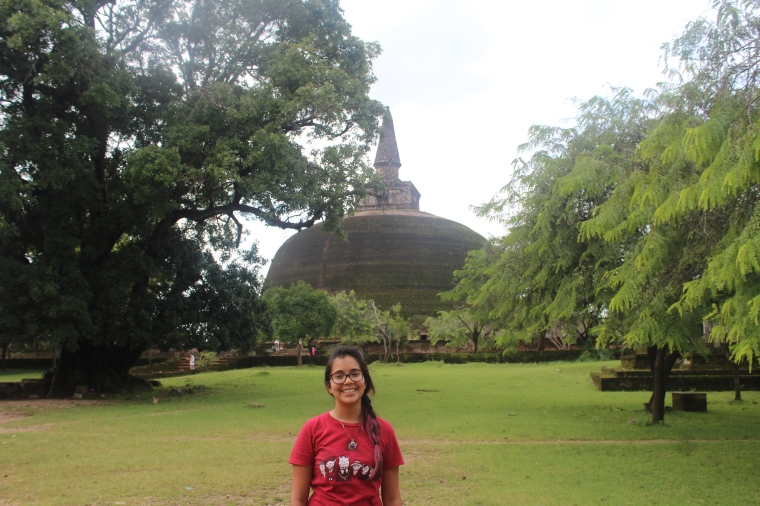 yo con la Gran Estupa de Polonnaruwa