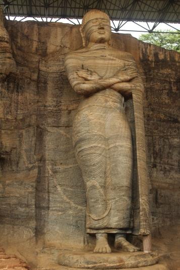 Segundo Buda en Gal Vihar o Monasterio en la Roca