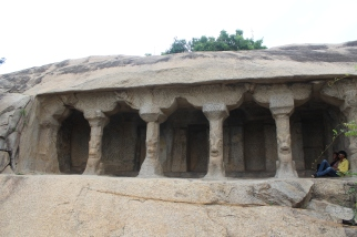 Arquitectura Rupestre se realizaba con pedazos de roca entera a las que se le iba tallando y sacando material