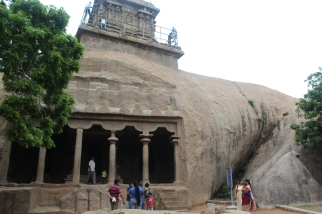 Observen la magnitud de la piedra donde fue tallada el templo