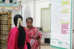 Flores de Jazmín en el cabello que usan las mujeres en Chennai