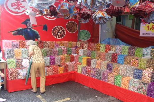 Venta de dulces en el Mercado del Nuevo Año Chino