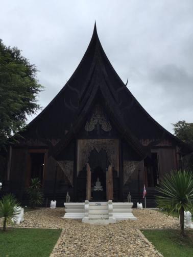 fachada-museo-bandaam-o-templo-negro-en-chiang-rai