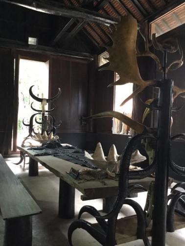 huesos-en-museo-bandaam-o-templo-negro-en-chiang-rai
