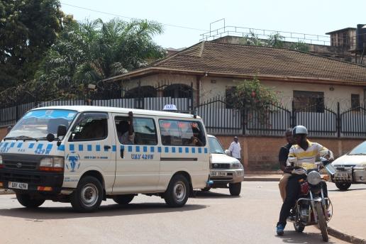 Bodabodas son los moto-taxis y los Matatus los minibuses, aunque tambien los llaman buses