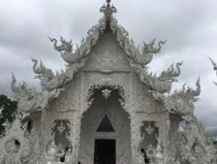 templo-blanco-en-chiang-rai-wat-rong-khun-2