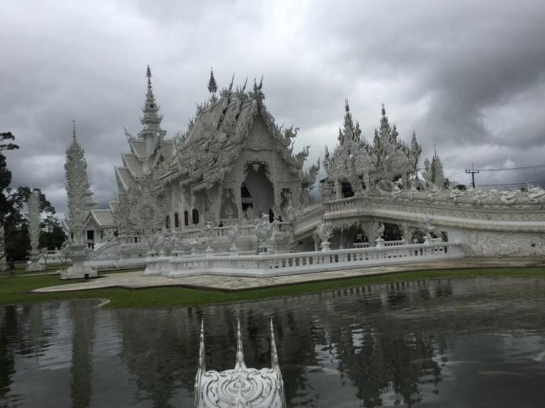 templo-blanco-en-chiang-rai-wat-rong-khun-completo