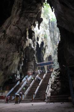 Segundas escaleras en el interior de la cueva Batu
